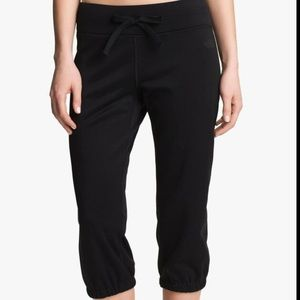 [The North Face]Fave-Our-Ite Fleece Capri Sweats